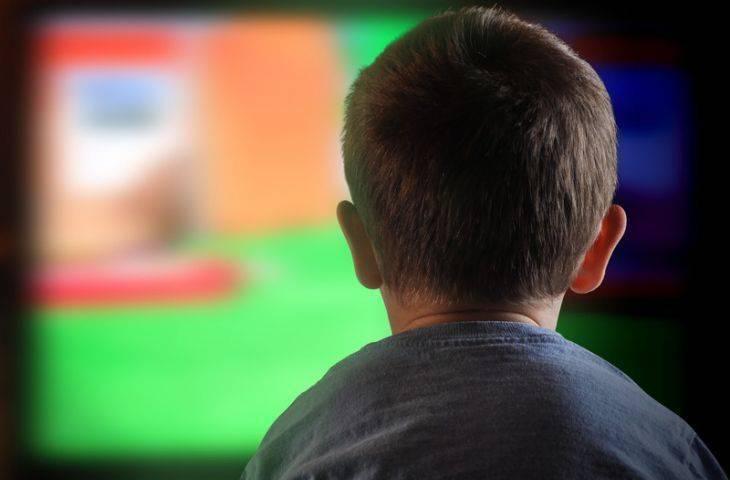 Annelerin televizyonla ilgili önemli bir yanılgısı