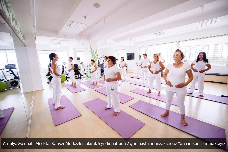 Antalya Memorial Medstar Kemoterapi ve Sanat Merkezi Kanser Hastalari Yoga Yaparken