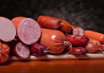 Salam, sucuk, sosis ve jambon gibi işlenmiş et ürünleri kalın bağırsak kanseri riskini artırıyor