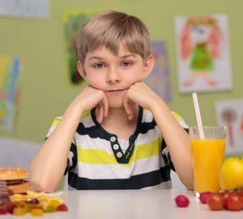 Fast food cafelere yaklaştıkça sağlıklı kemiklerden uzaklaşıyoruz!