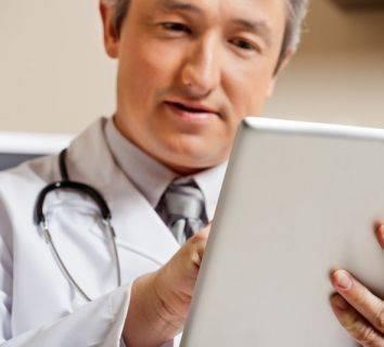 Hastaların sesine kulak vermek - Hastaların durumlarını ve şikayetlerini akıllı cep telefonu uygulamaları ile kendilerinin kaydetmesi