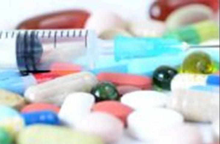 Hormona dirençli prostat kanserinde yaşam sürelerini uzatan enzalutamid, kemik problemleri ve ağrılara karşı da etkili midir?