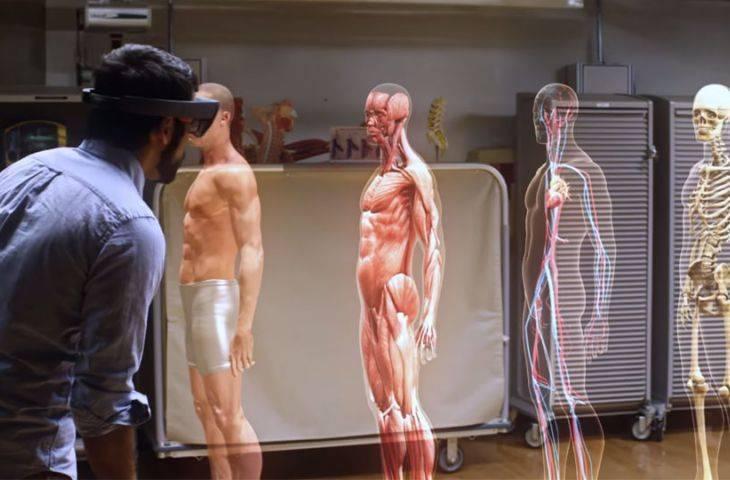 Kadavrasız anatomi eğitimi: karma gerçeklik tıp fakültesi