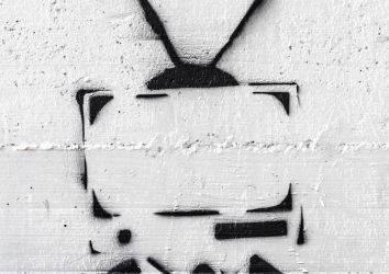 Kalınbağırsak kanserli hastalarda televizyon karşısında geçirilen fazla zaman yaşam sürelerini kısaltıyor mu?