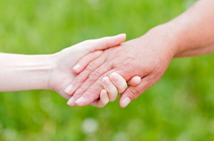 Kanser hastalarına bakım verenler unutulmamalı – refakatçilere destek sağlamanın 4 yolu