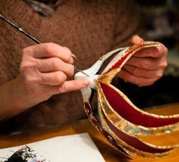 Kanser hastalarının evde kolayca uygulayabileceği bir sanat terapisi: Maske Yapımı