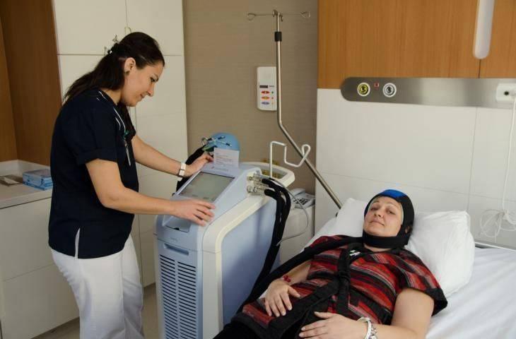 Kemoterapiye bağlı saç dökülmesi önlenebilir: Dignicap isimli saçlı deriyi soğutma sistemi FDA onayı aldı