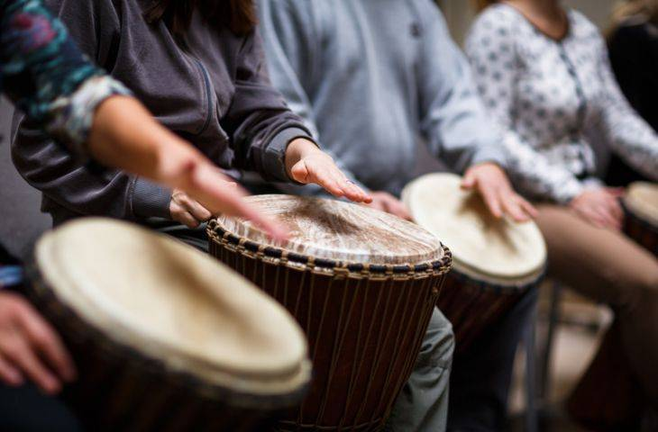 Müzik terapisi kanser tedavi sürecinin yükünü hafifletiyor