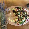 Özel soslu nohut ve bulgurlu besleyici bir Salata Tarifi