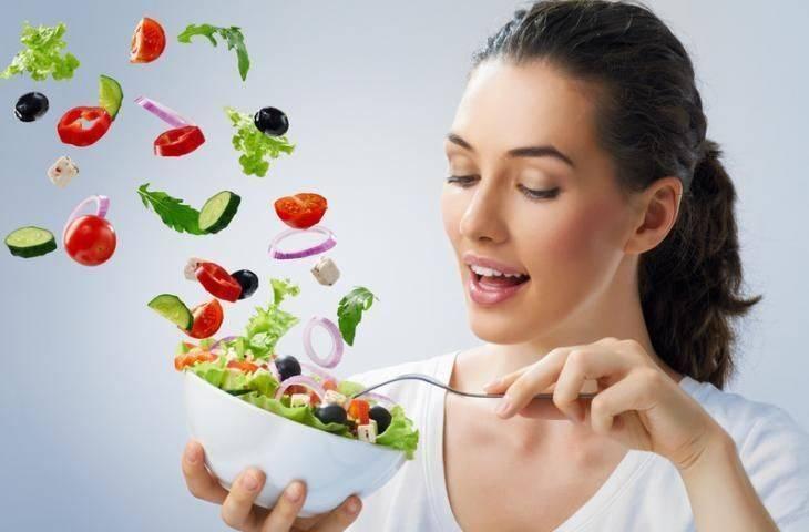 Zayıflamak için az tüketim sağlıklı bir diyet egzersiz ve elbette kararlılık