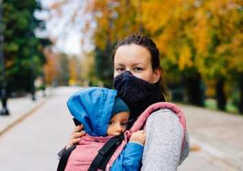 Anneye yapılan COVID-19 aşısı fetüsü ve bebeği koruyor