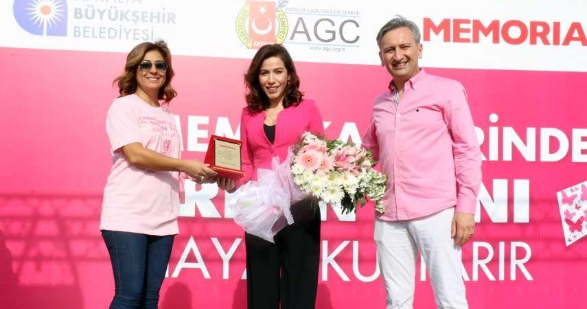 antalya meme kanserine karşı yürüdü prof dr mustafa özdoğan burcu güneş ebru türel