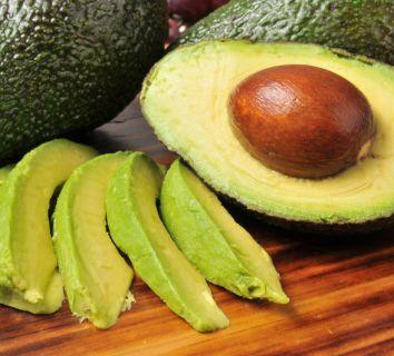 Avokado faydaları, sağlık etkileri ve bir avokado salatası tarifi
