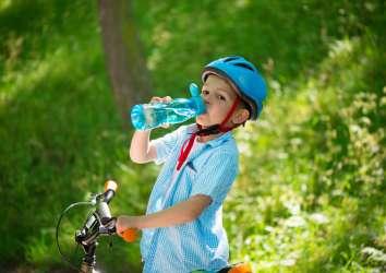 Çocuklar hangi sıvıları ne kadar tüketmeli?