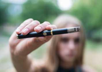 E-sigaraların hırıltılı solunuma ve nefes darlığına neden olduğu gösterildi