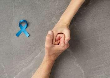 Metastaz yapmış kastrasyona duyarlı prostat kanseri tedavisi için enzalutamid FDA onayı aldı