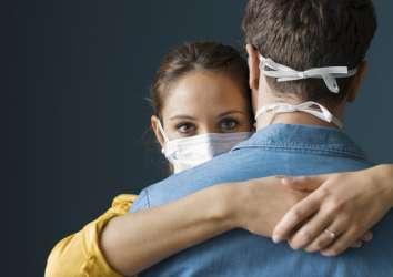 Koronavirüs karantinası günlerinde eşinizle–sevgilinizle ilişkiniz nasıl olmalı?
