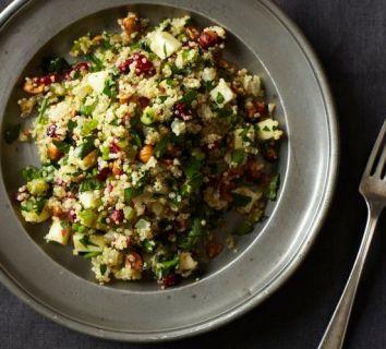Kinoa salatası tarifi – yaban mersini ve taze naneli