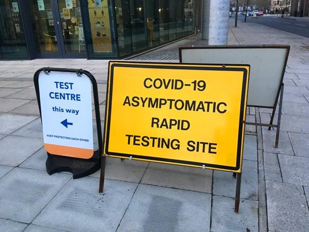 Londra belirti göstermeyen Covid 19 vakaları için hızlı test yaptırmak için ayrılmış bir