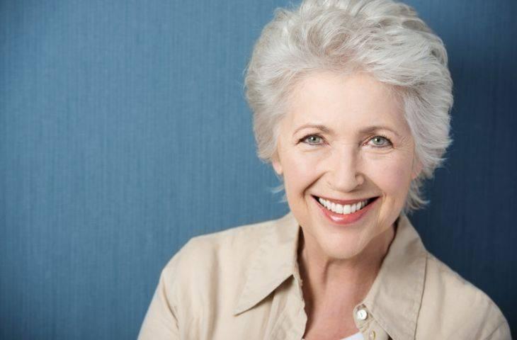 Meme kanseri tedavisinde kullanılan everolimus ilişkili ağız yaralarında deksametazonlu gargara kullanımı