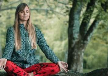 Mindfulness terapi (bilinçli farkındalık) temelli ağrı kesmede plasebo etkisinin rolü
