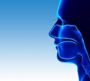 Yassı hücreli baş boyun kanserli hastaların radyoterapisinde sisplatin haftalık düşük dozda mı yoksa üç haftada bir yüksek dozda mı uygulanmalı?