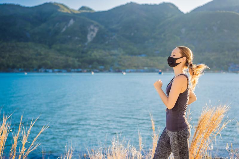yeni koronavirüs covid 19 döneminde egzersiz sporu açık havada yapın